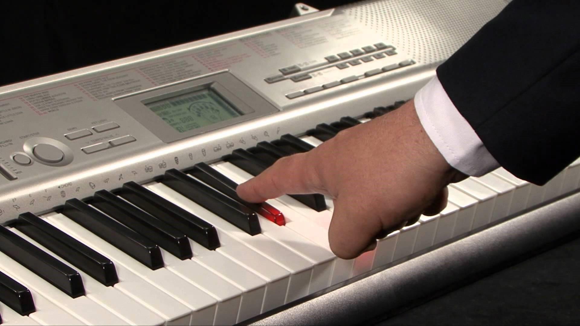 Những hỗ trợ cho bé khi tập đàn organ phím sáng