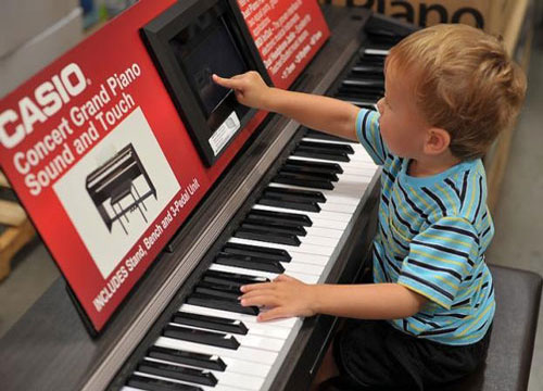 Những lưu ý khi mua đàn piano điện cho bé