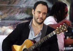 Ca sĩ Dave Matthews sử dụng đàn guitar Taylor