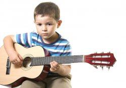 nên mua loại đàn guitar nào cho bé 7 tuổi là phù hợp nhất