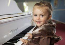 Bé học đàn Organ có những lợi ích gì