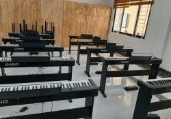 lắp đặt piano cho trường học