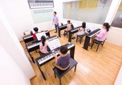 hình lớp học đàn piano tại Việt Thương Music